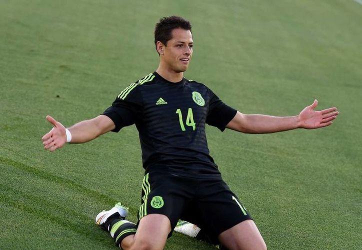 Javier Hernández sigue coleccionando reconocimientos en su carrera futbolística. Este día fue nombrado 'jugador más valioso' de la Florida Cup, además consiguió el título de 'jugador del año' de la Concacaf.(AP)