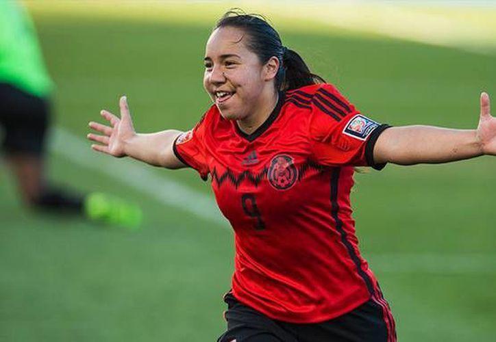 Verónica Charlyn Corral (Foto) fue la única jugadora de la Selección Mexicana que expresó el deseo de que llegue un cambio importante para que pueda avanzar el futbol femenil y su consecuencia fue haber quedado fuera de los Juegos Panamericanos.  (AP)