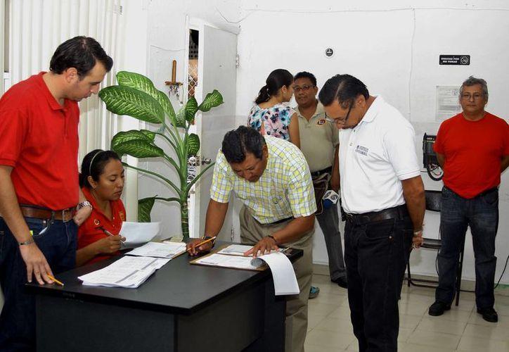 La anterior administración municipal buscó cubrir los salarios de los trabajadores. (Gustavo Villegas/SIPSE)