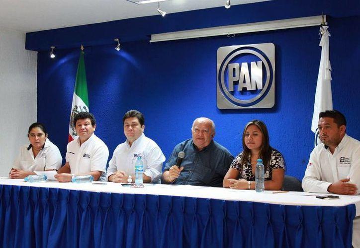 Benito Rosel Isaac (centro), encargado del proceso en la entidad, rechazó algún favoritismo. (Milenio Novedades)