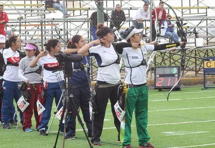 Integrantes del equipo yucateco de tiro con arco. (SIPSE)
