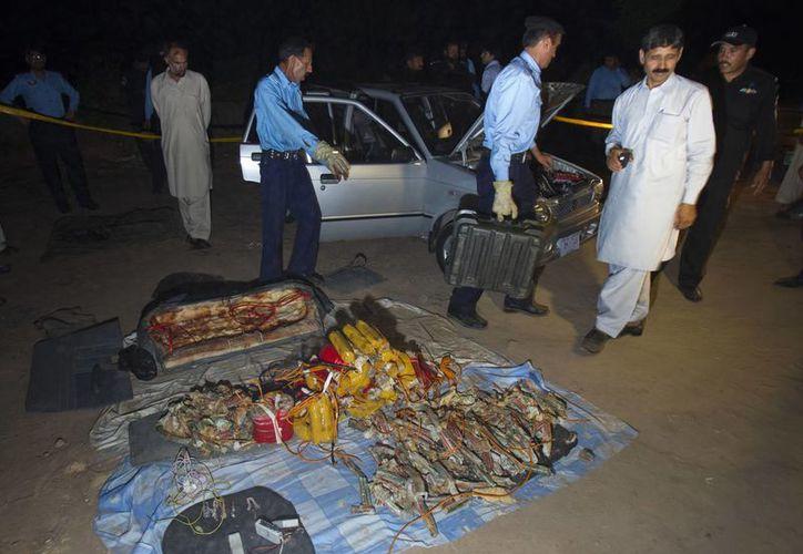El vehículo estaba estacionado a unos 150 metros de la residencia donde Mushraraf se encuentra bajo arresto domiciliario. (Agencias)