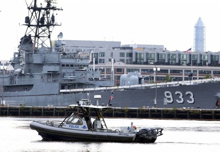 Patrullaje marino en la zona de entrenamiento donde se registró el tiroteo. (Agencias)