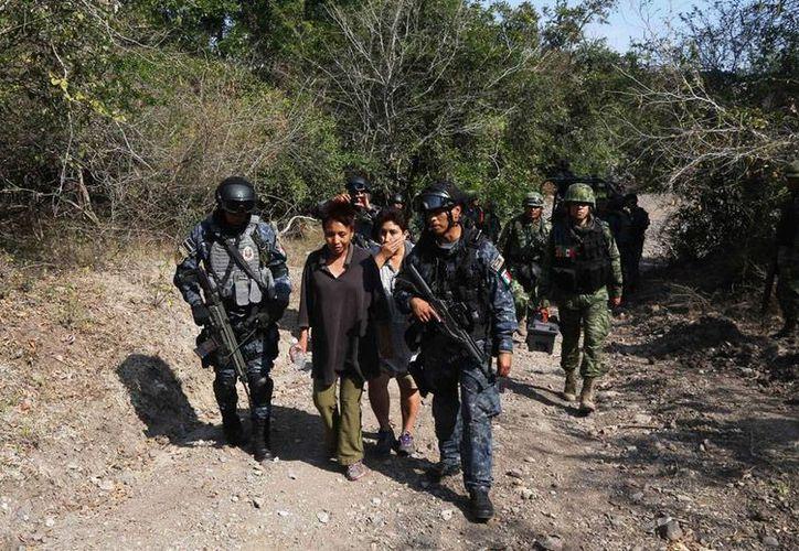 Autoridades hallaron los cadáveres de 2 encuestadores del Inegi que estaban reportados como desaparecidos. La imagen no corresponde al hecho, sino al rescate de encuestadores en Guerrero, y está utilizada únicamente como contexto. (NTX/Archivo)