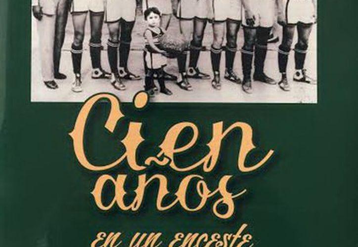 """Foto de la portada del libro en donde aparece el equipo """"Instituto Literario"""",  campeón estatal siete años seguidos. (Milenio Novedades)"""