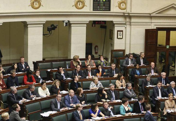 Imagen del Parlamento federal belga, en Bruselas durante la votación realizada hoy. (EFE)
