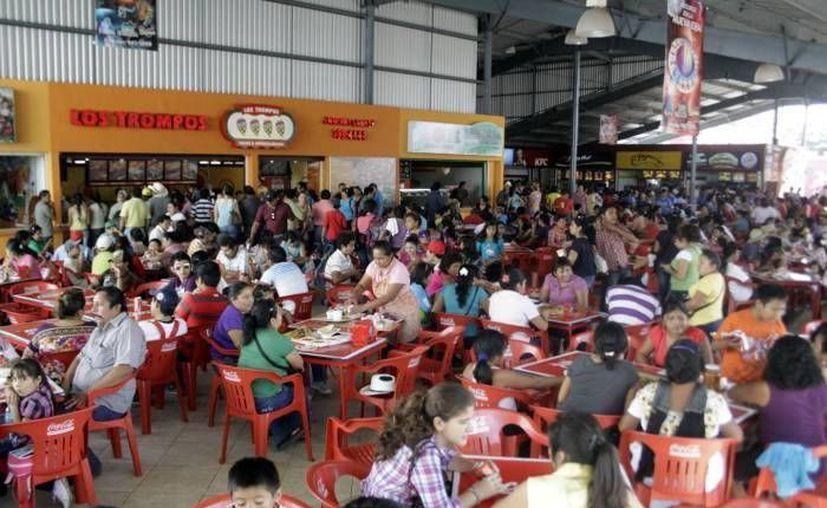 Afiliados a la Canirac esperan que el segundo año de las carnestolendas en Xmatkuil sea benéfico. (Milenio Novedades)