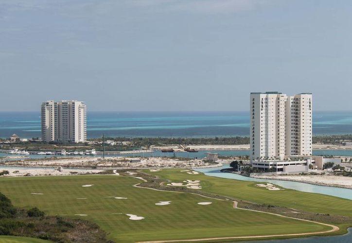 Puerto Cancún y Playa Mujeres podrían contar con desarrollo especializado. (Israel Leal/SIPSE)