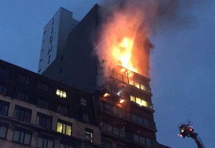 De momento se desconoce si hay residentes en el interior del edificio o los detalles del incidente. (Contexto)