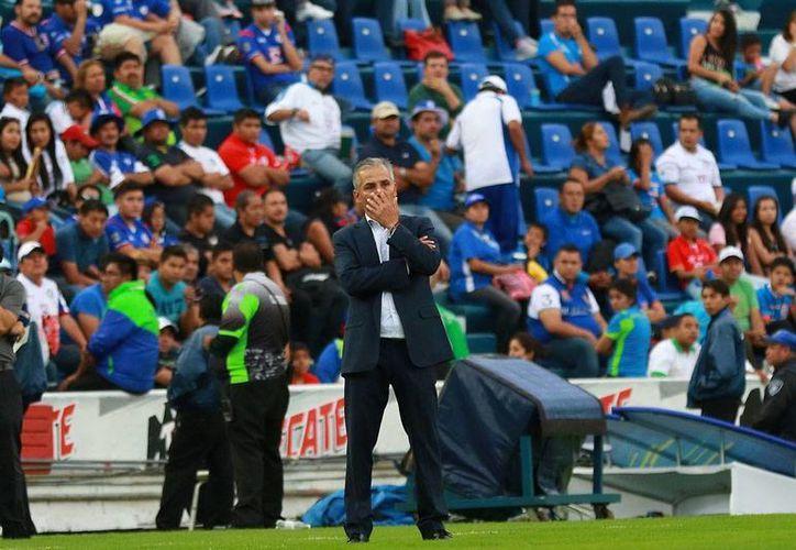 Sergio Bueno fue 'ratificado' como director técnico del Cruz Azul. Agustín Manzo, director deportivo, dijo que no hay ultimátum para el técnico. (jammedia.com.mx)