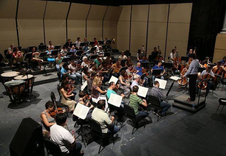 El director de la OSY, Juan Carlos Lomónaco, dijo que la obra de Bruckner es de una belleza extraordinario. (Facebook/Orquesta Sinfónica de Yucatán)
