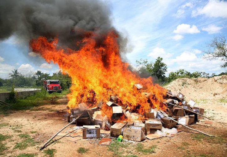 En Yucatán fueron incinerados más de 10 kilos de marihuana, 24 kilos de cocaína y casi tres de pastillas. (Cortesía)