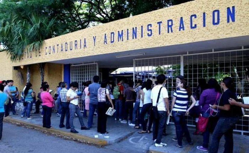 Una de las carreras más demandadas en la Uady es la de contador público, que se imparte en la Facultad de Contaduría y Administración. (Archivo/SIPSE)