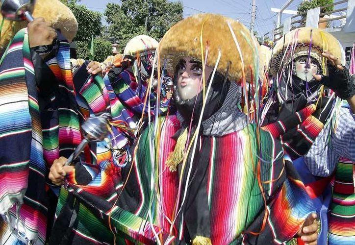 El traje típico en utilizado en la tradicional fiesta de Chiapa de Corzo. (www.luxuriousmexico.com)