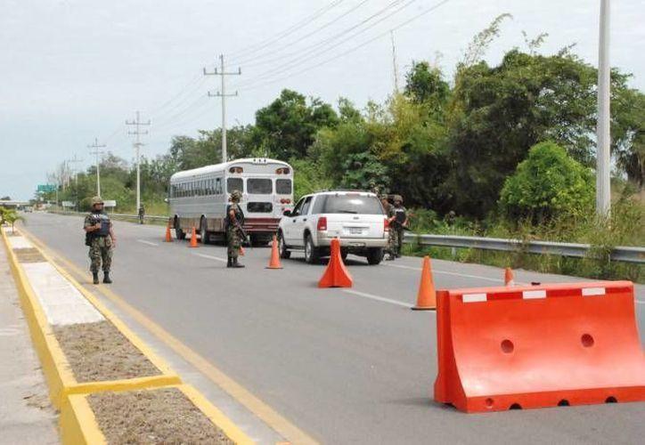 """El contingente que cuidará del orden es de 43 elementos de la PMP y 14 efectivos de la Dirección de Tránsito. También se utilizarán 21 vehículos """"civiles"""" para vigilar el orden. (Enrique Mena/SIPSE)"""
