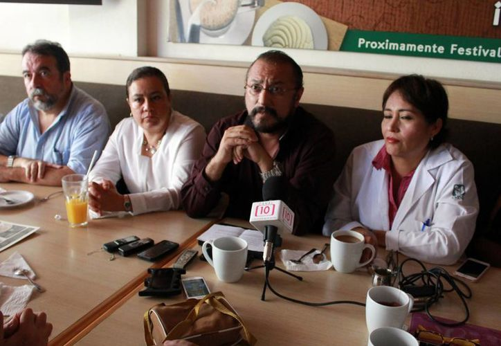 Integrantes del Colegio Médico de Quintana Roo durante una conferencia de prensa. (Luis Soto/SIPSE)