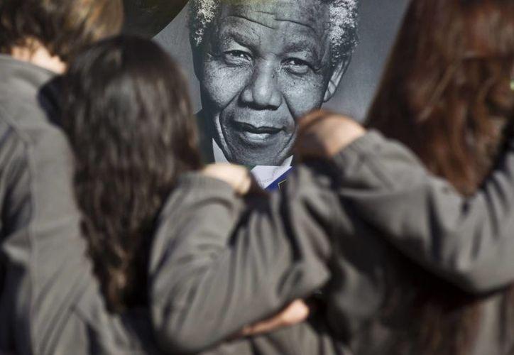Nelson Mandela se encuentra hospitalizado desde hace cinco semanas. (Agencias)