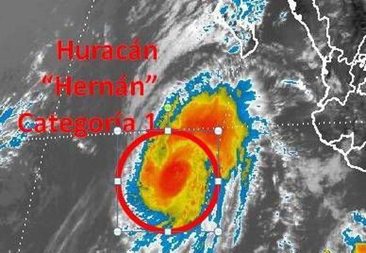 El huracán 'Hernán' se aleja de las costas mexicanas. (Twitter)