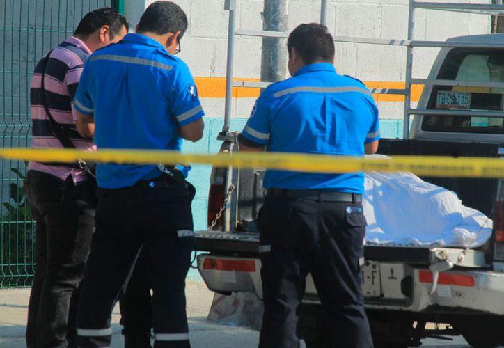 El sujeto murió en la batea de la camioneta en la que su familia lo llevaba hasta un hospital. (Redacción/SIPSE)