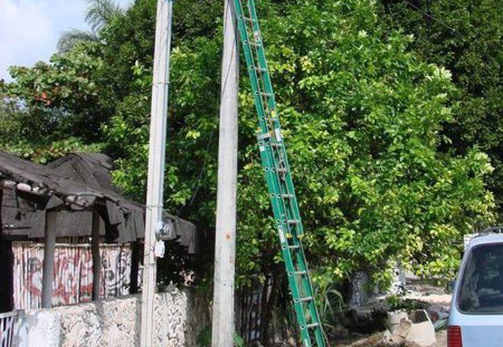 El titular de la dirección de alumbrado público, dijo que por el momento se encuentran trabajando en otras colonias. (Manuel Salazar/SIPSE)