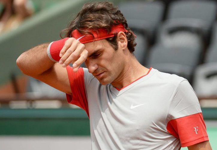 Federer no pudo convertirse en el primero en jugar diez cuartos de finales del Roland Garros. (EFE)