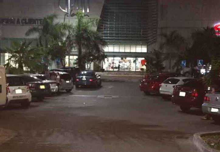 Los hechos se registraron en el estacionamiento de Gran Plaza. (Eric Galindo/SIPSE)