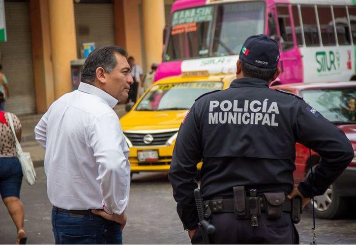 Las autoridades municipales ya han sido rebasadas por los crecientes índices de delitos de tipo patrimonial que ocurren en el Centro Histórico, asegura Caballero Durán.  (SIPSE)