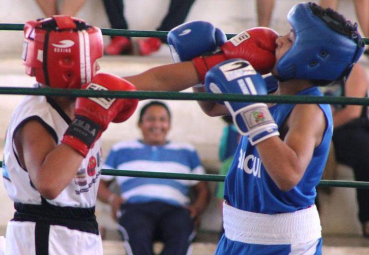 En resultados del torneo, Andrés Ávila demostró técnica y movilidad para ganar por nocaut técnico a Ricardo Morgado. (Raúl Caballero/SIPSE)