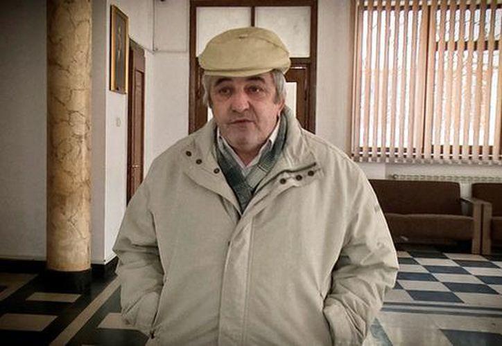Constantin Reliu, de 63 años, vive una pesadilla jurídica al tratar de demostrar que está vivo. (Foto: AP)