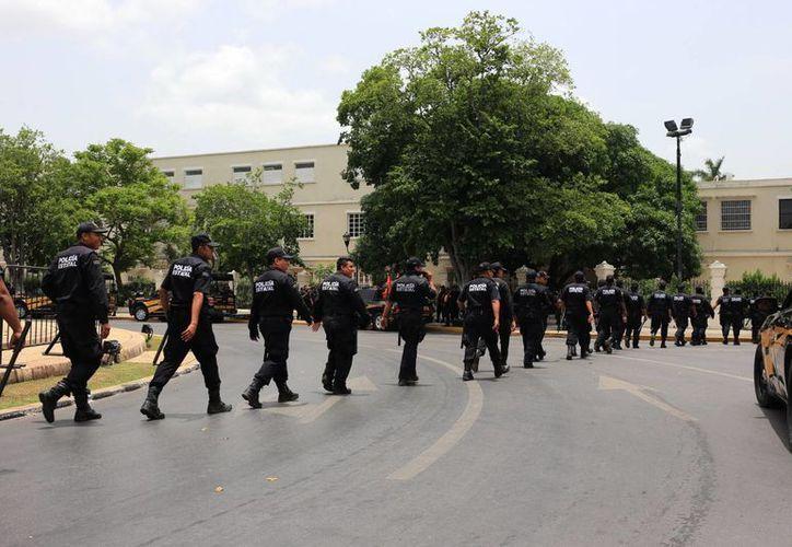 Elementos de la SSP esperaron en vano a los seguidores de la Selección Mexicana de futbol. (Mauricio Palos/SIPSE)