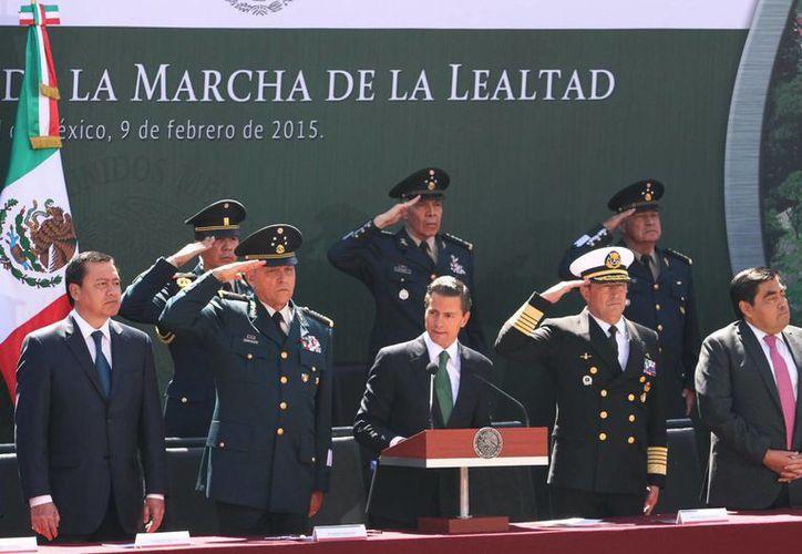 El presidente Enrique Peña Nieto encabezó la ceremonia conmemorativa por el 102 Aniversario de la Marcha de la Lealtad. (Notimex)