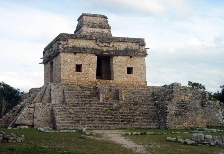 En el Templo de las Siete Muñecas de Dzibilchaltún podrá observarse el paso del Astro Rey a través del centro. (Archivo/SIPSE)