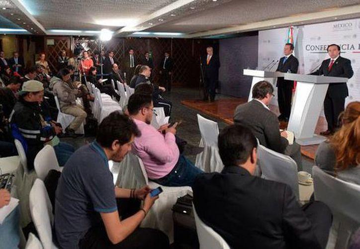 Aspecto de la conferencia de prensa en la que el Gobierno dio los pormenores y avances de la investigación sobre la desaparición de 43 estudiantes de Ayotzinapa. (NTX)