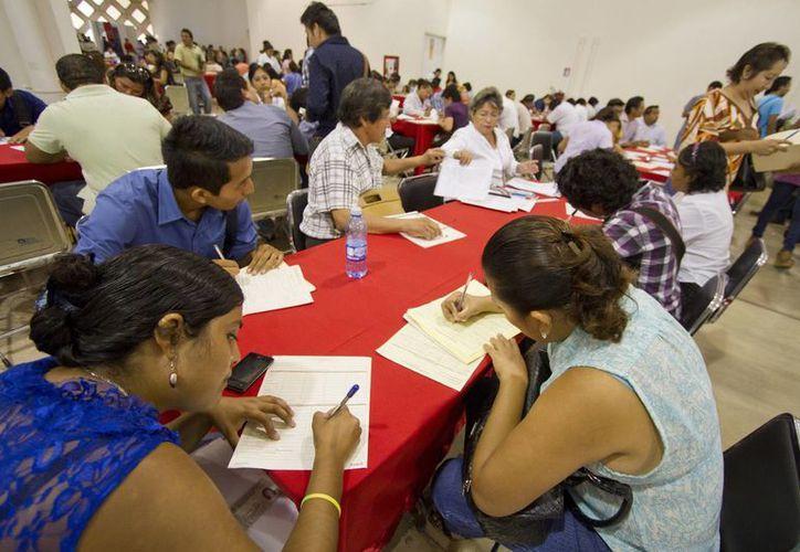 Imagen de una feria del empleo en el Siglo XXI del Centro de Conveciones en Mérida. (Notimex)