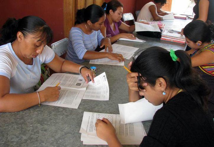 Para muchas personas es complicado llegar hasta las sedes donde el Ieaey imparte clases de educación básica. (Milenio Novedades)