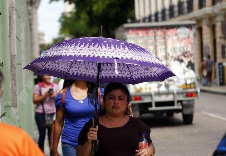 La presencia de una vaguada y el ingreso de una nueva onda tropical a la Península de Yucatán traerá la posibilidad de cielos nublados y potencial de lluvias. (Archivo SIPSE)