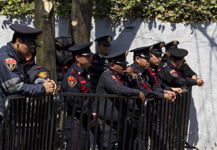De acuerdo con el estudio de la Asociación Estadounidense del Corazón, el 90 % de los policías y bomberos son propensos a tener sobrepeso u obesidad. (Archivo/Notimex)