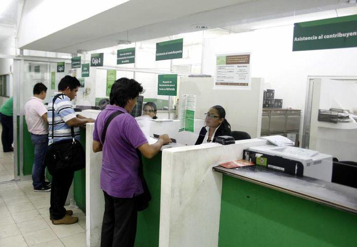 En total los burócratas de Yucatán contarán con 11 días inhábiles, con ocho largos fines de semanas, es decir, dos más que los autorizados para 2014. (Milenio Novedades)
