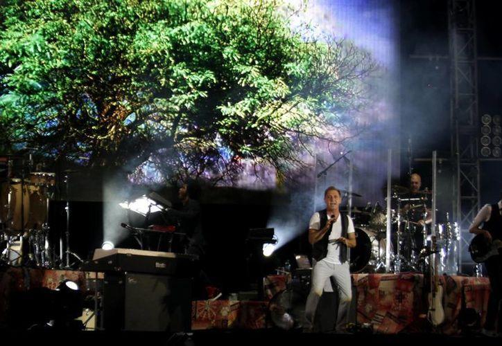 El público femenino ovasionó al compositor venezolano. (Francisco Gálvez/SIPSE)