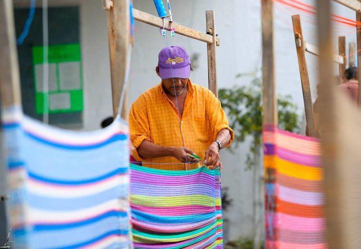 La elaboración de hamacas es unas de las actividades productivas que realizan los internos en el Cereso de Mérida. (SIPSE)