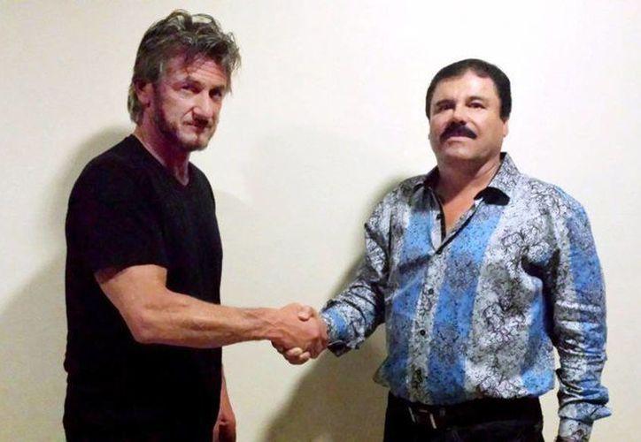 Imagen del 2 de octubre de Sean Penn y el entonces prófugo El Chapo Guzmán. La foto fue tomada con fines de verificación. Después de una larga cena y conversación, Chapo concedió la petición de Penn para una entrevista formal. (Cortesía de Sean Penn/ RollingStone)