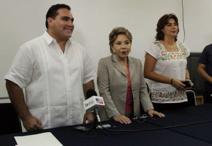 Jesús Vidal Peniche (i) durante la toma de protesta como delegado de la CDI. (SIPSE)