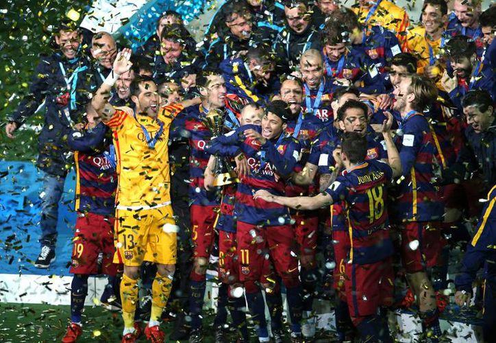 Barcelona derrotó 3-0 al River Plate en la final del Mundial de Clubes 2015, con goles de Lionel Messi y Luis Suárez. (AP)