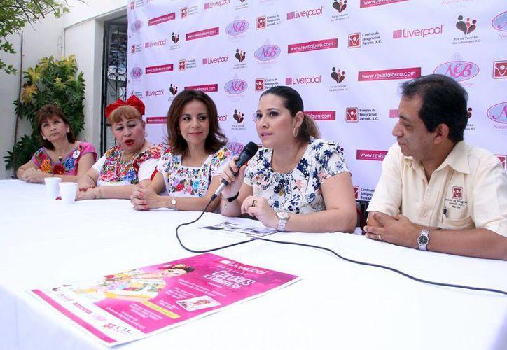 La jefa de Publicidad y Mercadotecnia de Liverpool, Karen Mena Mendoza, detalló la pasarela altruista de la empresa a favor del Centro de Integración Juvenil. (SIPSE)