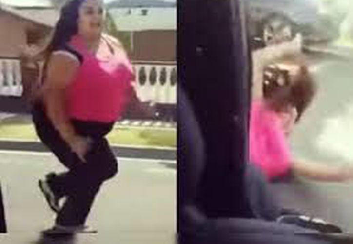 Las autoridades exhortan a no realizar esta actividad que atenta contra la seguridad del conductor y de otras personas. (Captura de pantalla de Youtube)