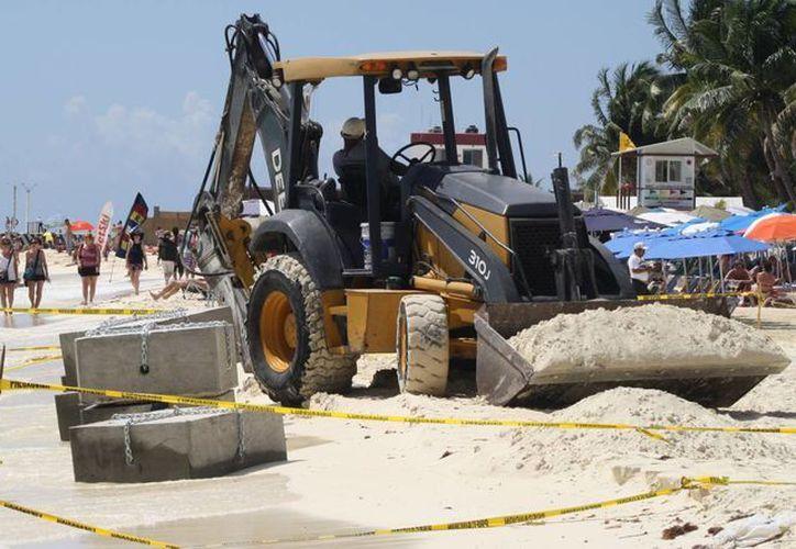 La capitanía de puerto asegura que los trabajos de boyado terminarán antes de Semana Santa.  (Octavio Martínez/SIPSE)
