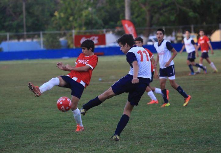 El Instituto Patria y el CUM darán la cara por el futbol yucateco en la Copa Coca Cola. (Mauricio Palos/Milenio Novedades)