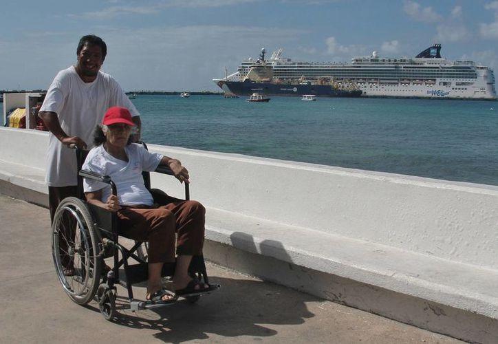 Falta cultura para respetar a las personas con alguna discapacidad física. (Julián Miranda/SIPSE)