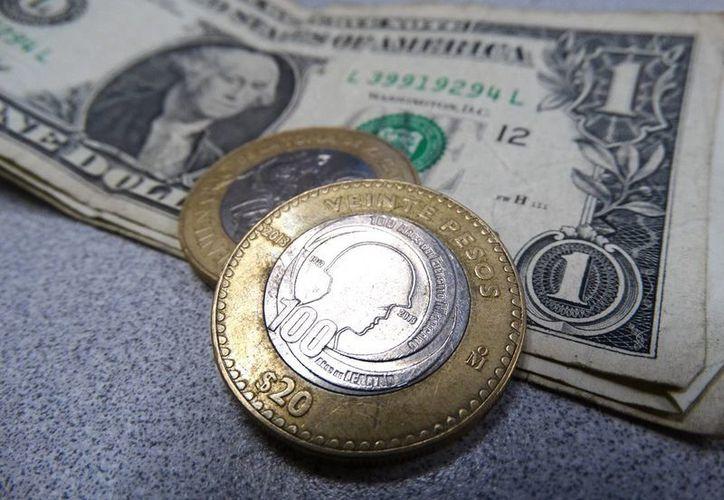 La cotización interbancaria se ubica en 17.524 pesos por dólar, mientras que en los bancos se vende en 18.33 pesos. (SIPSE)