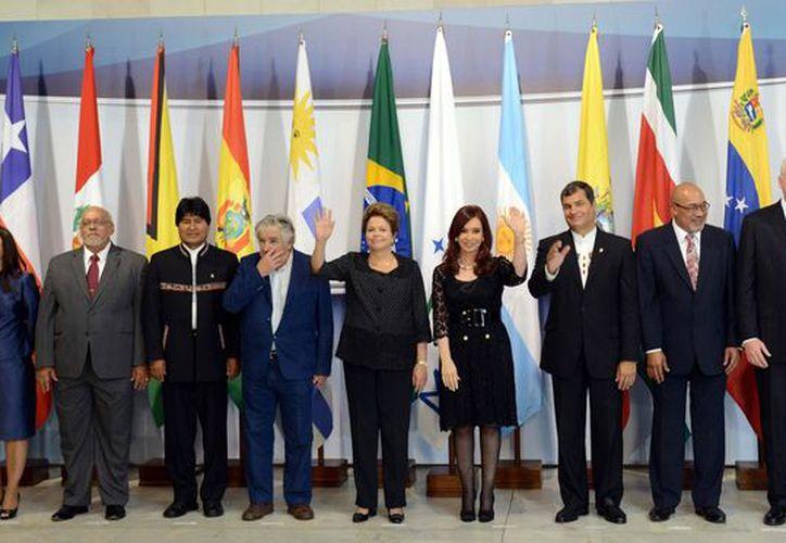 Los líderes de los países del Mercosur posan para la foto oficial de la reunión del grupo en el palacio de Itamaraty, en Brasilia. (Agencias)